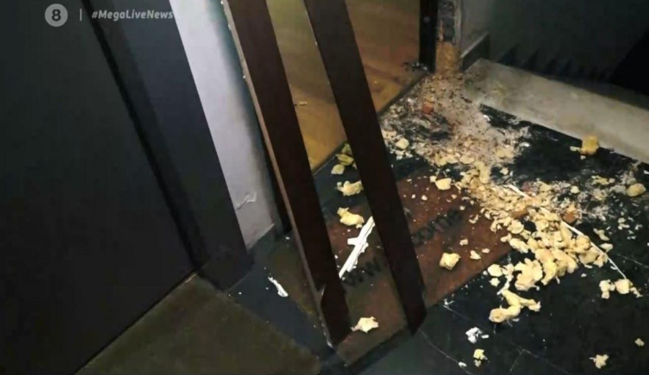 """Τσακαλώτος: """"Γυαλιά-καρφιά"""" έκαναν διαρρήκτες την πολυκατοικία με το γραφείο του – """"Πήραν μέχρι και τις κάσες"""" δήλωσε γειτόνισσα δικηγόρος – ΒΙΝΤΕΟ"""