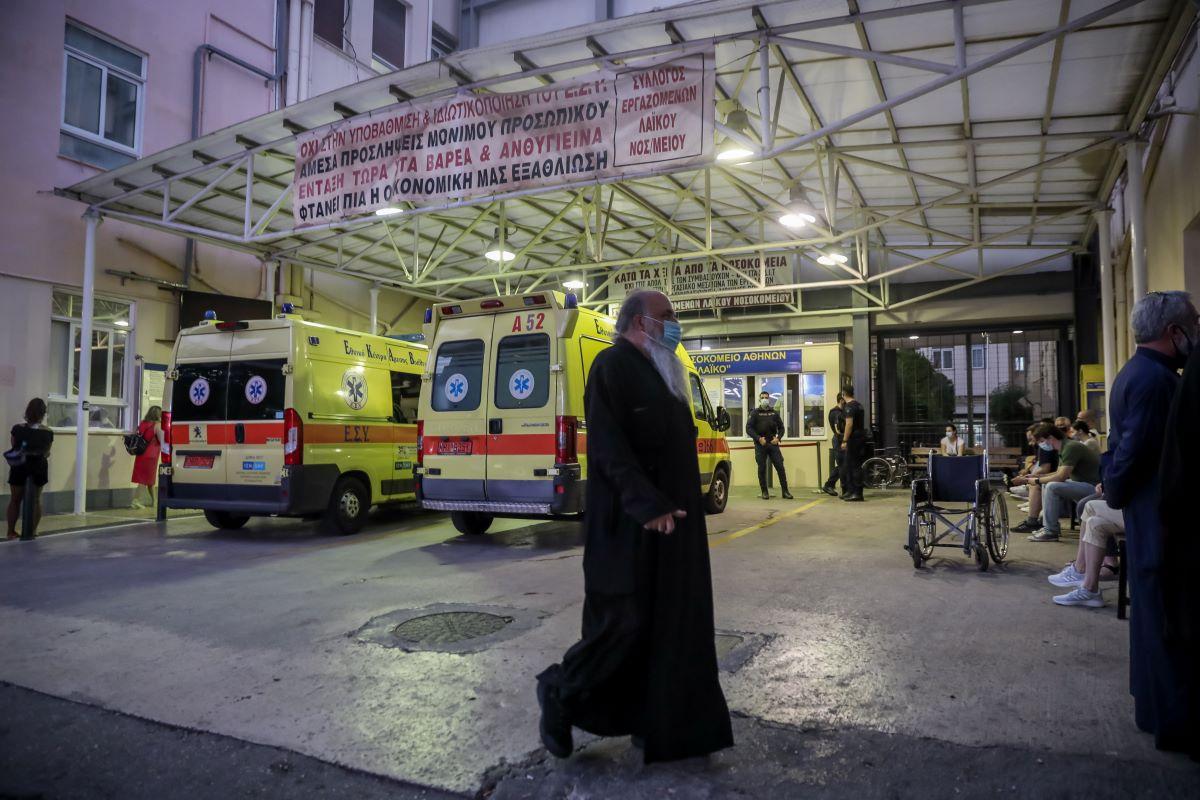 """Σοκ στη Μονή Πετράκη: Ιερέας έριξε βιτριόλι σε 7 Μητροπολίτες, 2 δικηγόρους και έναν φρουρό σε Συνοδικό Δικαστήριο – Μεταφέρθηκαν στο """"Λαϊκό"""" και το """"ΚΑΤ"""" – BINTEO – ΦΩΤΟ"""