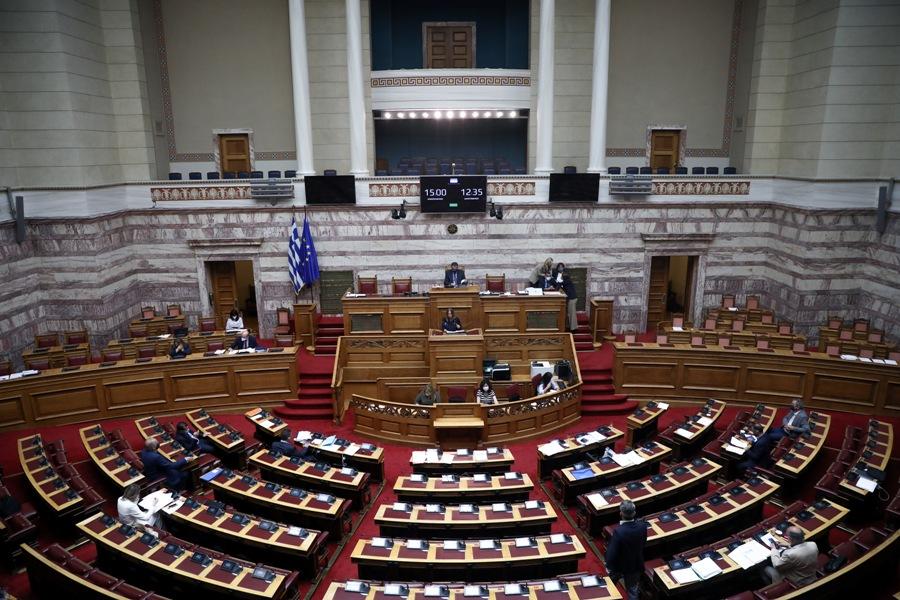 """Βουλή: Ξεκινά η """"μάχη των μαχών"""" – Στην Ολομέλεια το εργασιακό νομοσχέδιο – LIVE"""