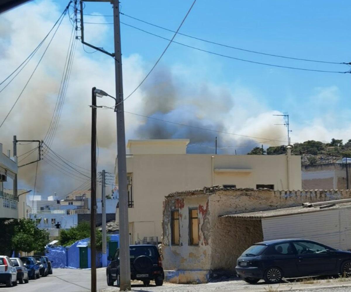 Σαλαμίνα: Μεγάλη φωτιά κοντά σε σπίτια-Συναγερμός στην Πυροσβεστική