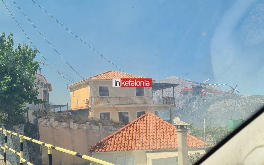 Πύρινη κόλαση στην Κεφαλονιά: Η φωτιά μπήκε στο Καπανδρίτι – Εκκενώνονται χωριά, απειλούνται σπίτια – ΒΙΝΤΕΟ – ΦΩΤΟ