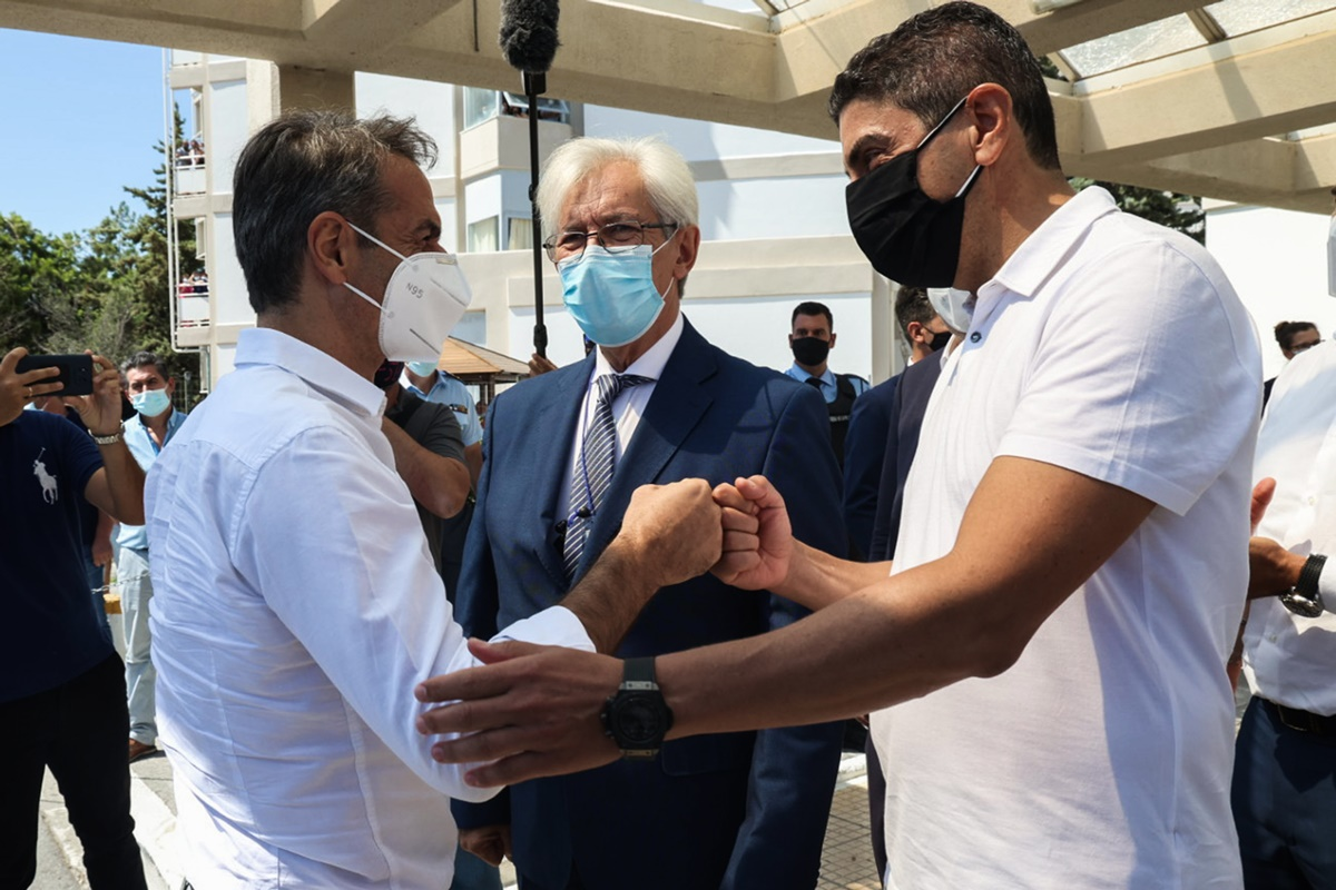 Μητσοτάκης: Η χώρα δεν θα ξανακλείσει - Κινητές ομάδες εμβολιασμού στα μεγάλα ξενοδοχεία