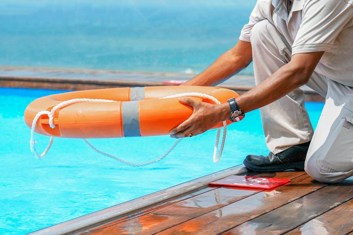 Δικαστική απόφαση-βόμβα: Αποζημίωση 280.000 ευρώ σε βάρος ναυαγοσώστη που δεν… έσωσε 11χρονη σε πισίνα