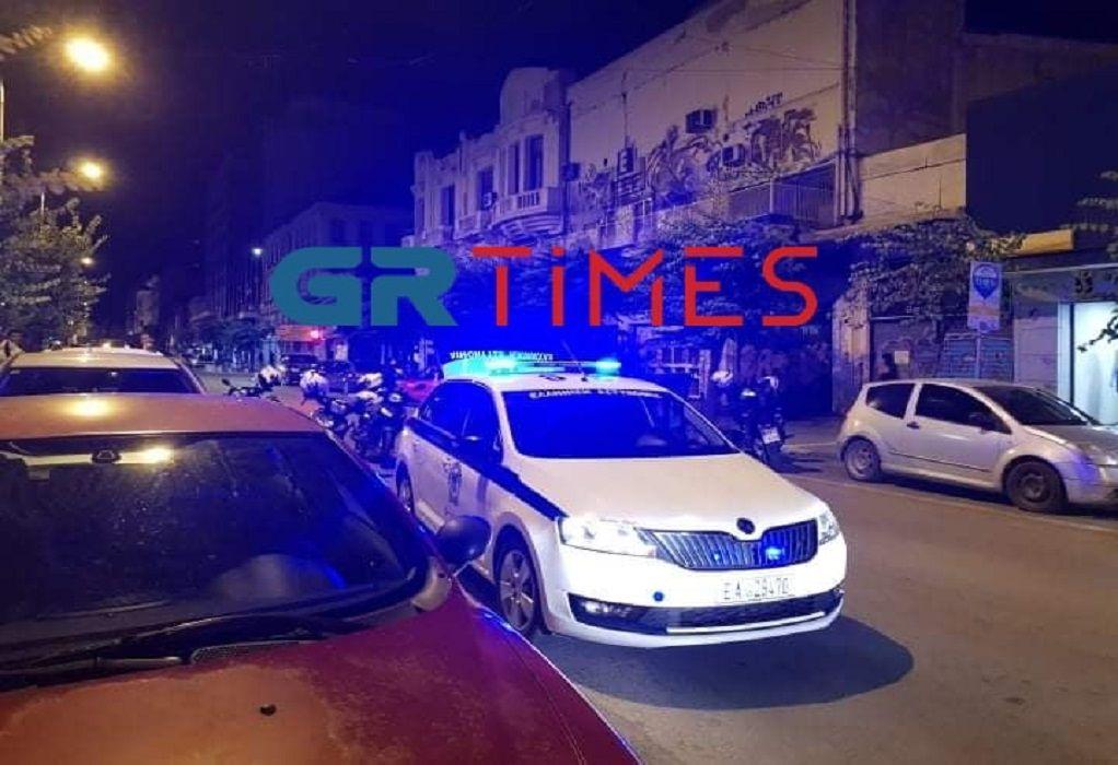 Πυροβολισμοί έπεσαν πριν από λίγη ώρα στο κέντρο της Θεσσαλονίκης και πιο συγκεκριμένα στην οδό Ερμού, όπου τραυματίσθηκε από σφαίρα στο πόδι ένας πολίτης. Περισσότερα σε λίγο…