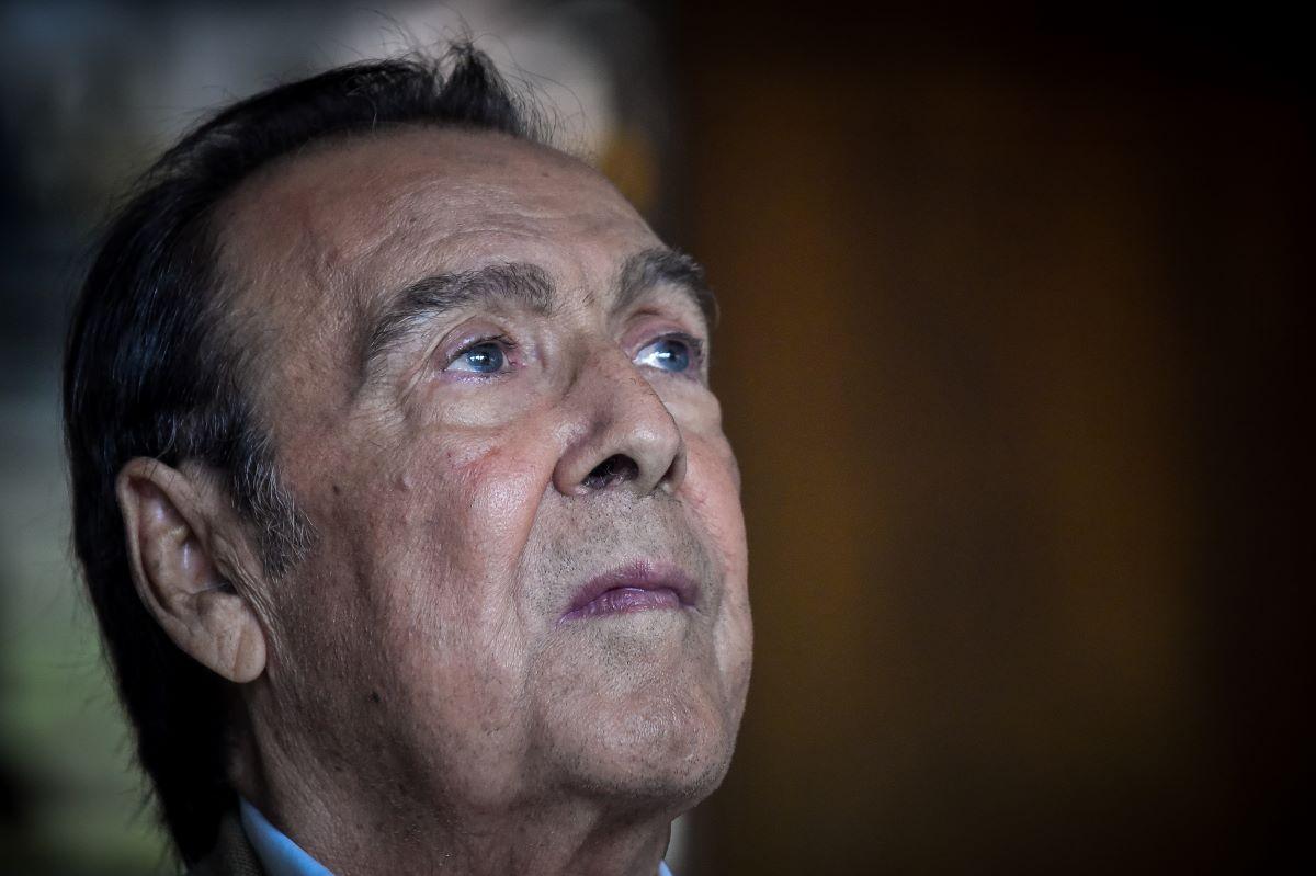 Ο Τόλης Βοσκόπουλος έφυγε από τη ζωή την περασμένη Δευτέρα, 19 Ιουλίου σε ηλικία 81 ετών. Υπέστη ανακοπή καρδιάς ενώ νοσηλευόταν στο 251 νοσοκομείο και ενώ αναμενόταν να πάρει εξιτήριο.
