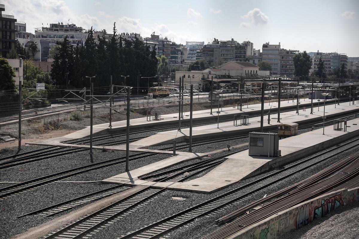 Στράβωσαν οι ράγες του τρένου από τη ζέστη στην Αττική