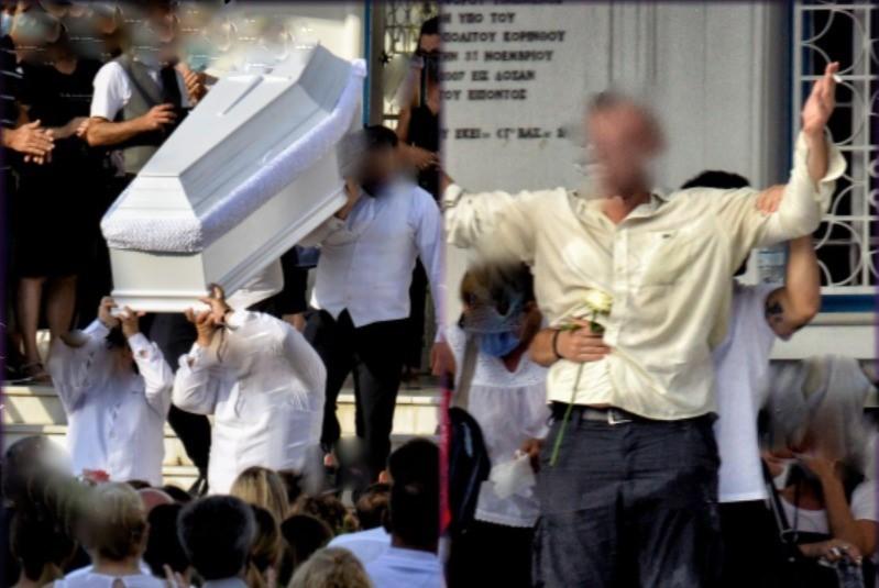 Φολέγανδρος: Σε λευκό φέρετρο η Γαρυφαλλιά - Θρήνος στην κηδεία της