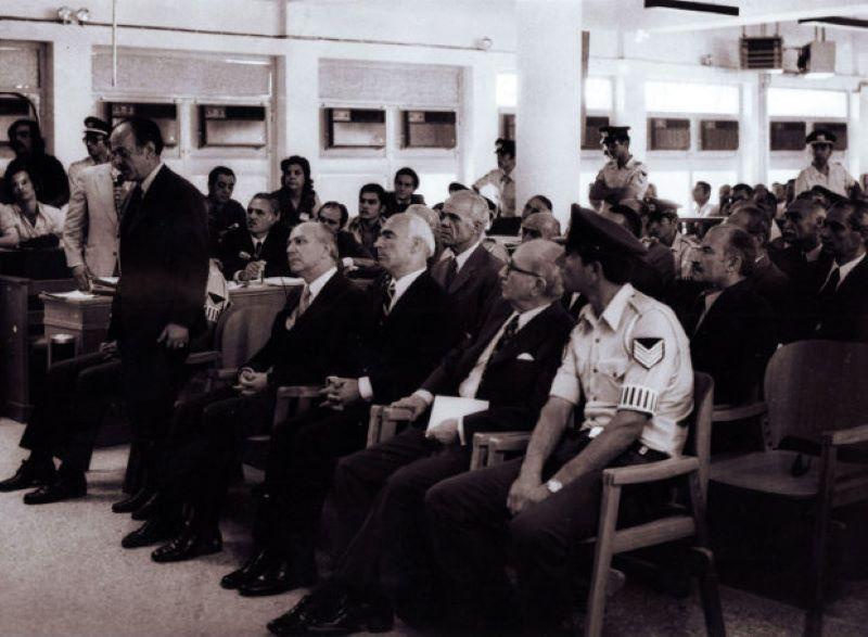 24 Αυγούστου 1975: Η πολύκροτη δίκη των πρωταιτίων της χούντας – Η ανακοίνωση των ποινών – ΒΙΝΤΕΟ