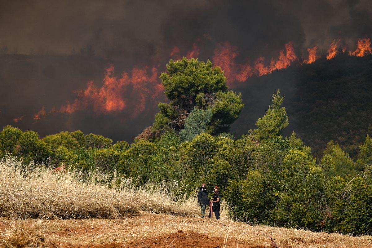 Φωτιά στην Πάρνηθα - Συναγερμός στην Πυροσβεστική