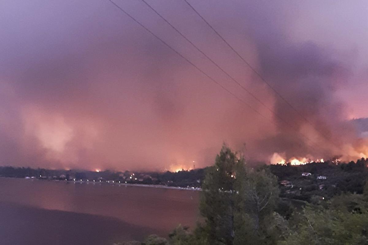 Μεγάλη φωτιά στη λίμνη Ευβοίας: Μήνυμα από το 112 – Εκκενώθηκε το Μοναστήρι του Οσίου Δαυίδ – ΒΙΝΤΕΟ