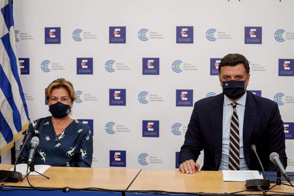 Στις ανακοινώσεις, που έγιναν στο υπουργείο Υγείας, συμμετείχε και η Διευθύντρια της ΜΕΘ του ΓΝ «Ευαγγελισμός», πρόεδρος της Ελληνικής Εταιρείας Εντατικής Θεραπείας Καθηγήτρια Αναστασία Κοτανίδου.