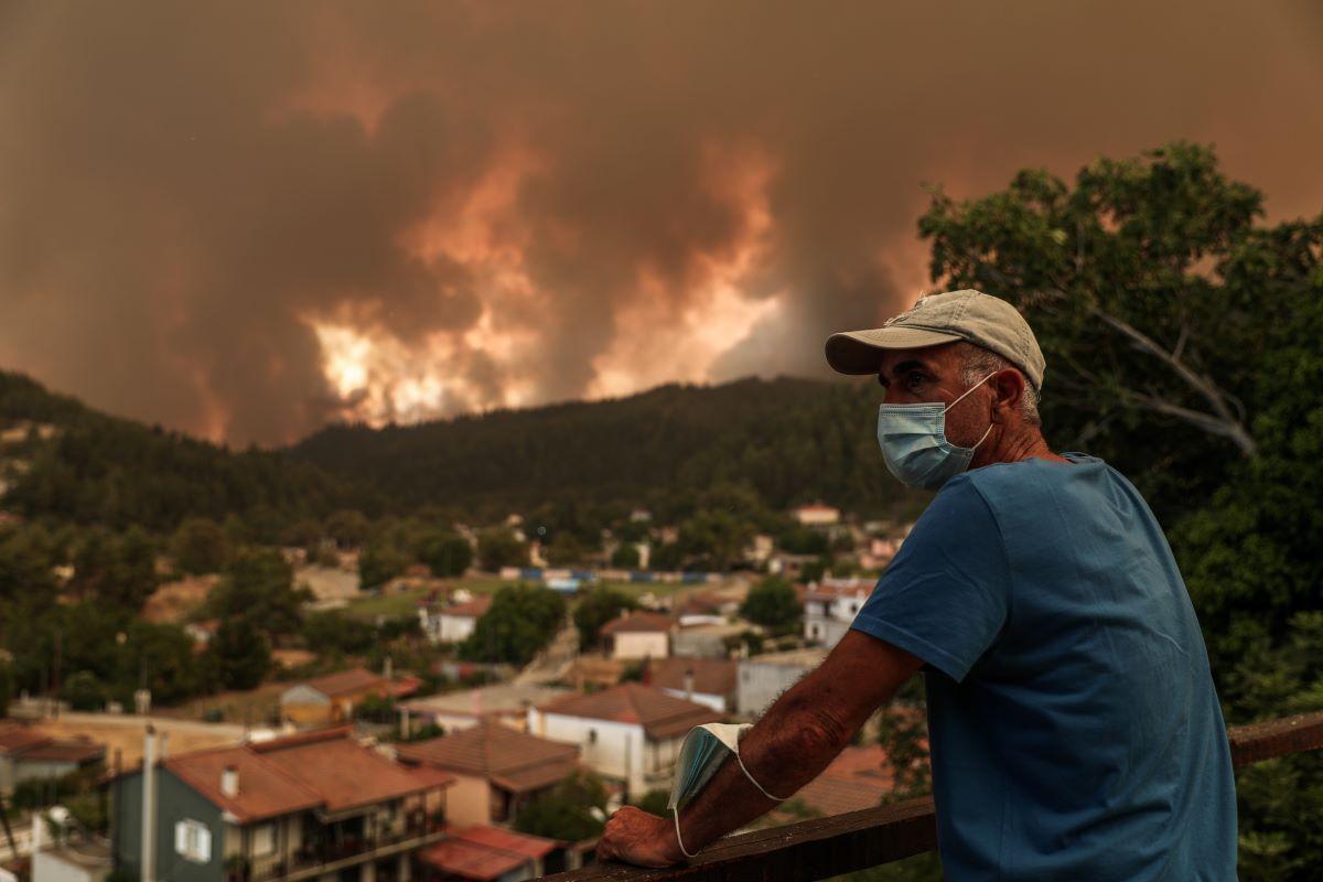 Πύρινος εφιάλτης δίχως τέλος στην Εύβοια: Εκκενώνονται χωριά