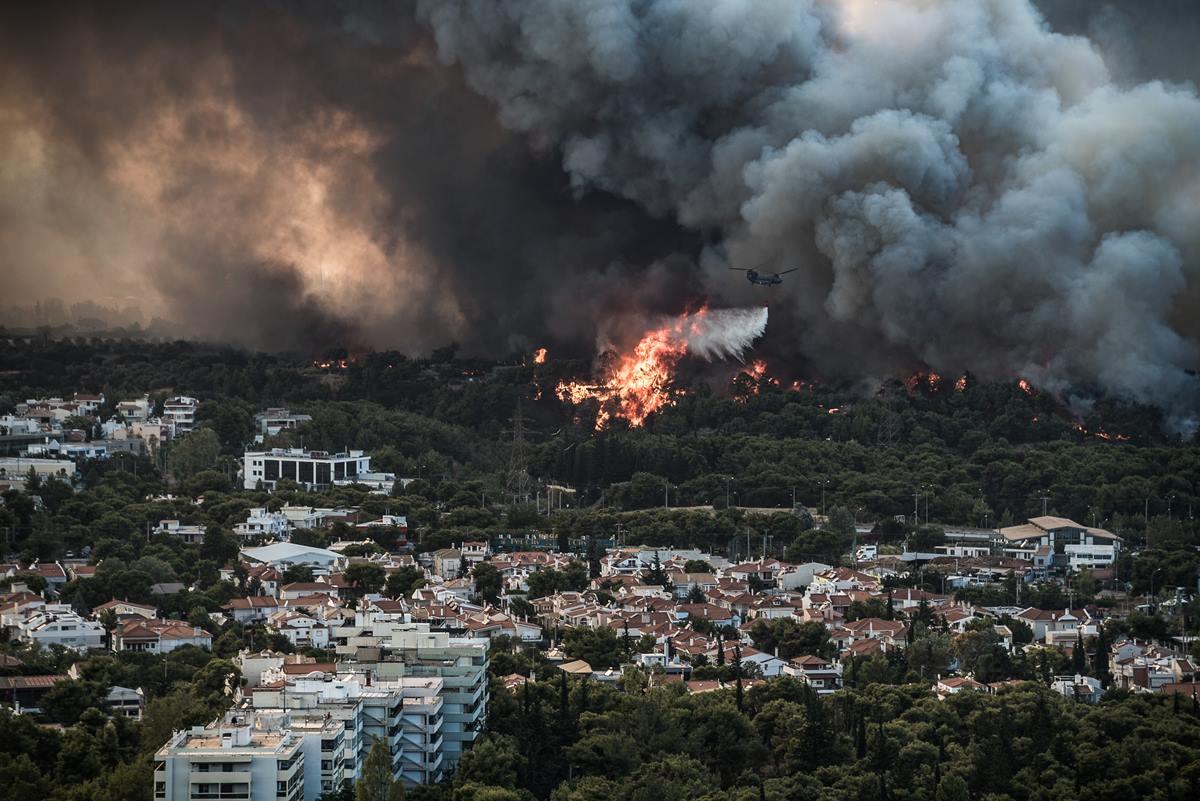 Εισαγγελική παρέμβαση για την καταστροφική πυρκαγιά στην Βαρυμπόμπη – Τι θα διερευνήσει ο Εισαγγελέας