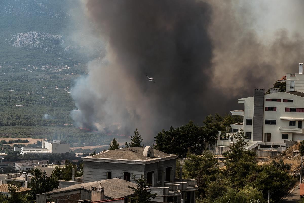Φωτιά στη Βαρυμπόμπη: Πώς θα προστατευτούμε από τον καπνό