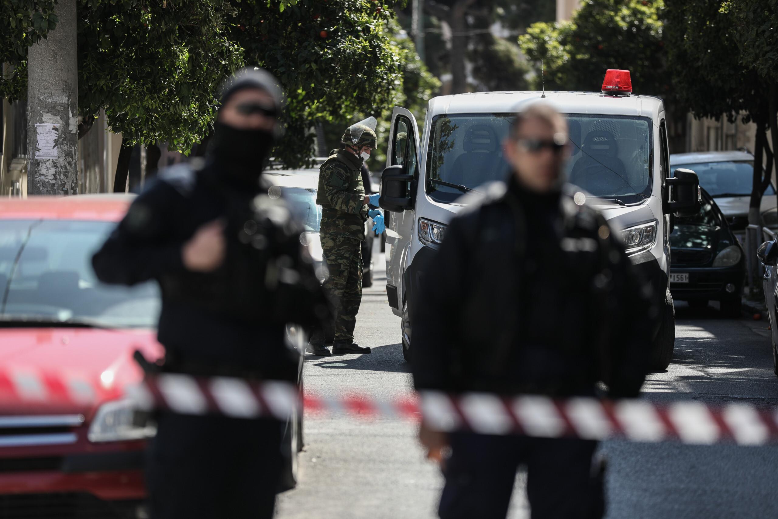 Ληστεία στη Μητροπόλεως: Βρέθηκε το κρησφύγετο του δράστη – Έκρυβε ολόκληρο οπλοστάσιο