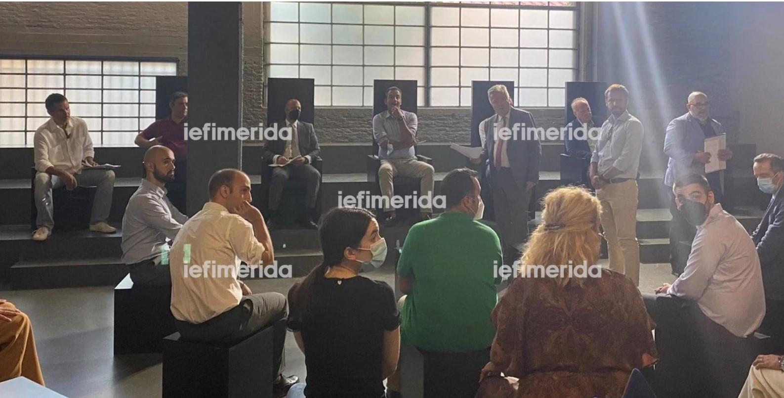 30 δικηγόροι από τα δικαστικά έδρανα στο… θεατρικό σανίδι