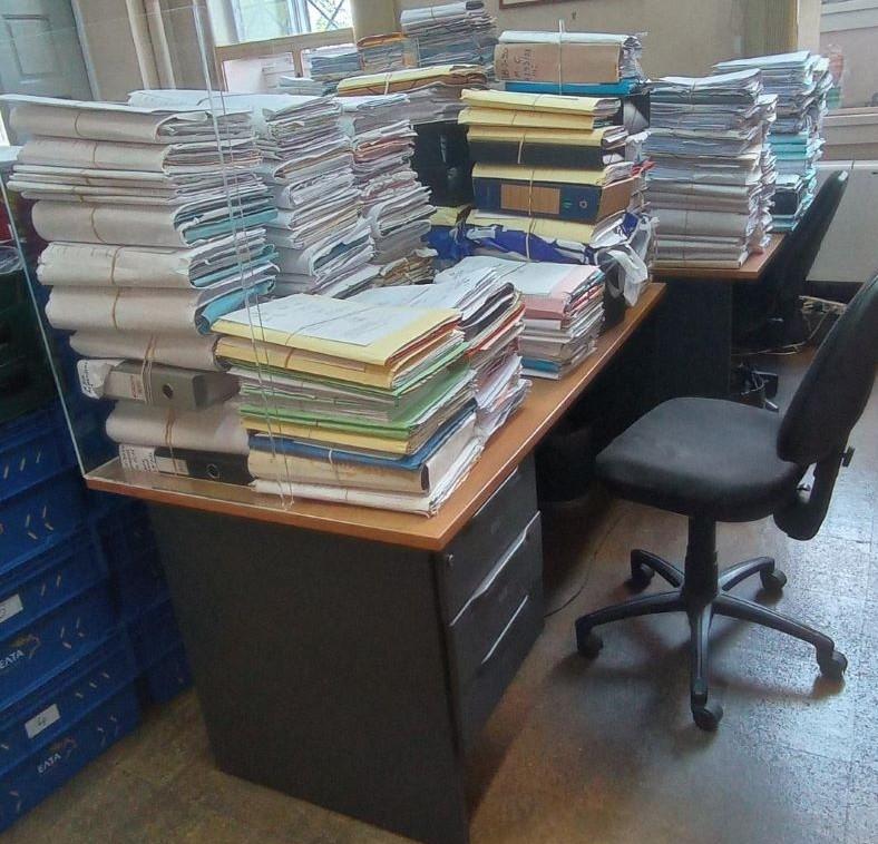 Ο όγκος των δικογραφιών που είναι ήδη στοιβαγμένος στις γραμματείες των δικαστηρίων και στα γραφεία των δικαστών έχει διπλασιαστεί (αν όχι τριπλασιαστεί) το διάστημα της πανδημίας
