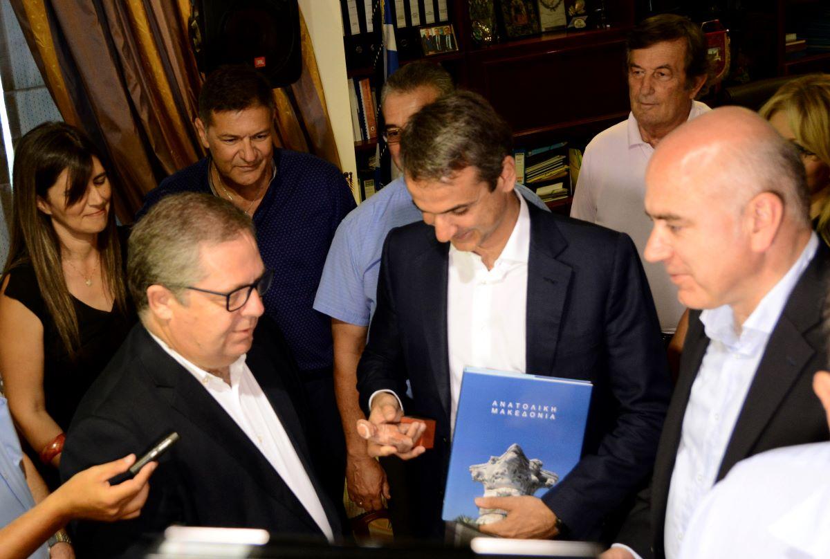"""Δώρα σε υπουργούς αξίας άνω των 200€ συνιστούν έμμεση """"δωροδοκία"""""""