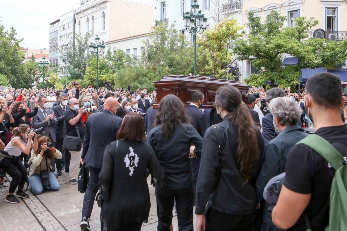 Το αντίο της Ένωσης Δικαστών και Εισαγγελέων στον Μίκη Θεοδωράκη