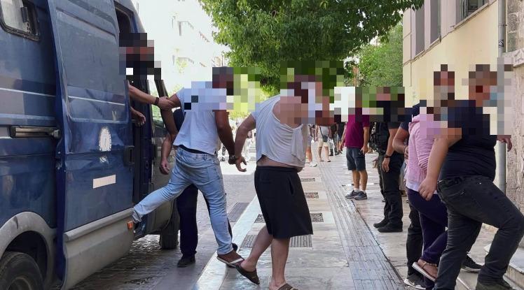 """""""Μαφία"""" του Φόδελε: Προφυλακιστέοι πέντε εκ των μελών της οικογένειας"""