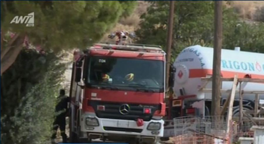 "Iσχυρή έκρηξη και πυρκαγιά σε σπίτι στα Καλύβια – Επτά τραυματίες – ""Ήταν σαν να έπεσε ρουκέτα"" – ΒΙΝΤΕΟ"