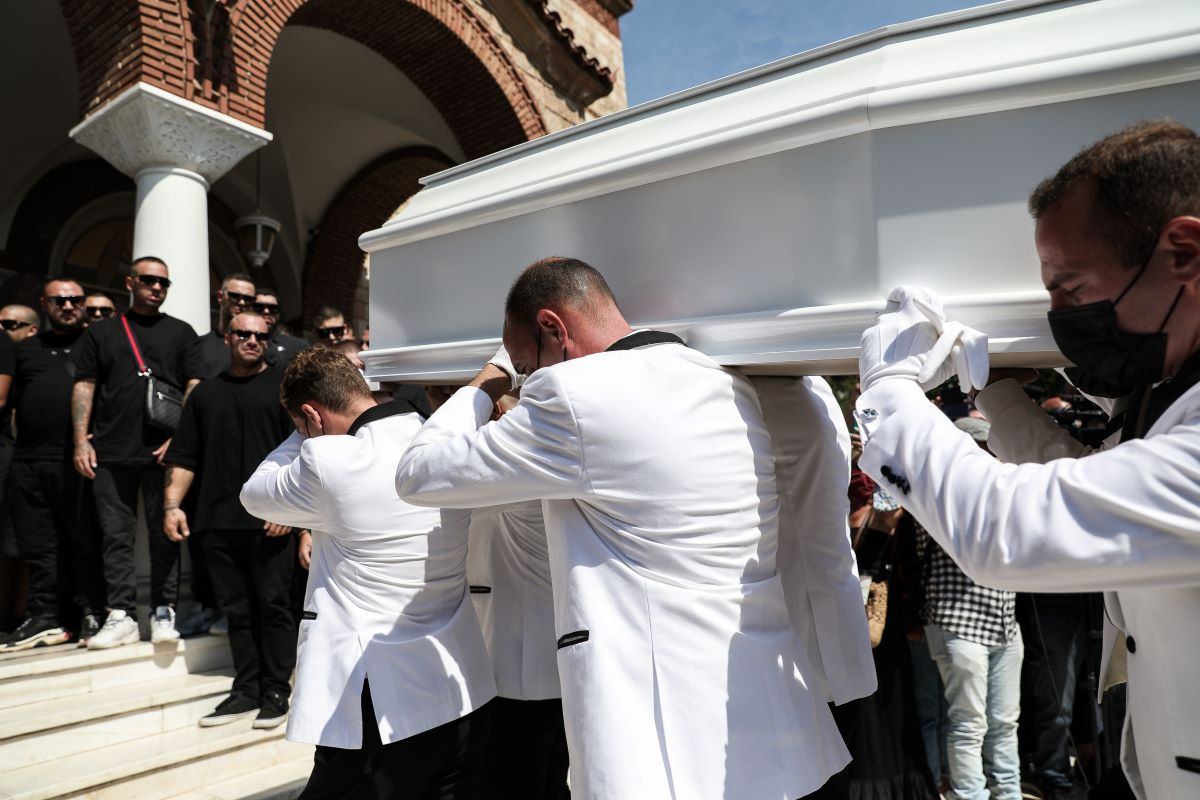 Mad Clip-κηδεία: Στερνό αντίο στον τράπερ -Σε λευκ