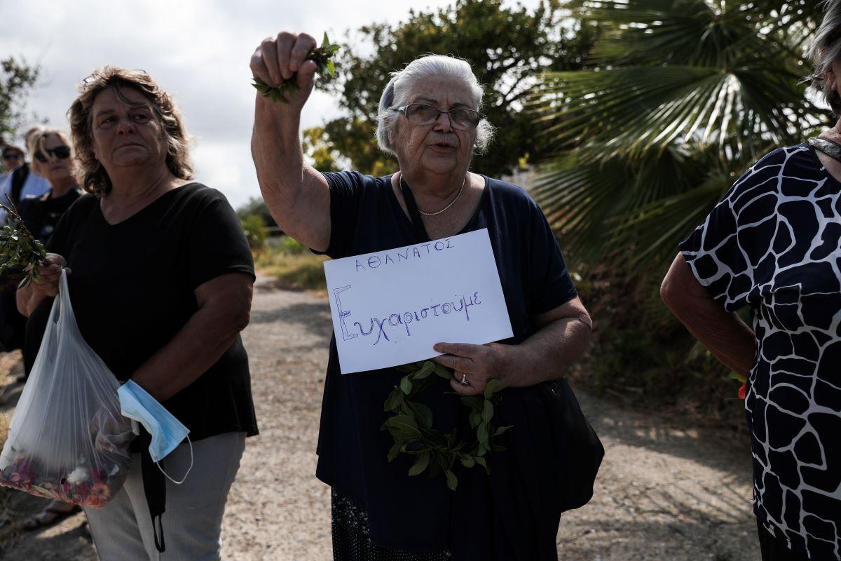 Αυλαία για τον Οικουμενικό Μίκη: Στην αγκαλιά της κρητικής γης- Αθάνατος