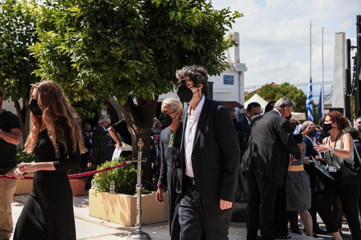 """Το ταξίδι του Μίκη Θεοδωράκη στην """"Αθανασία"""" - Πάνδημο αντίο"""
