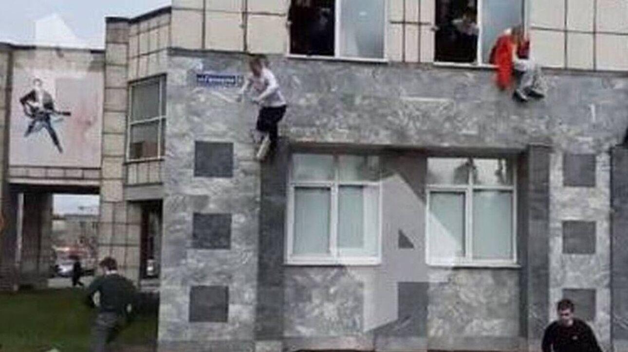 Ρωσία: Μακελειό σε πανεπιστήμιο με νεκρούς μετά από επίθεση ενόπλου – Πηδάνε από τα παράθυρα να σωθούν – ΒΙΝΤΕΟ