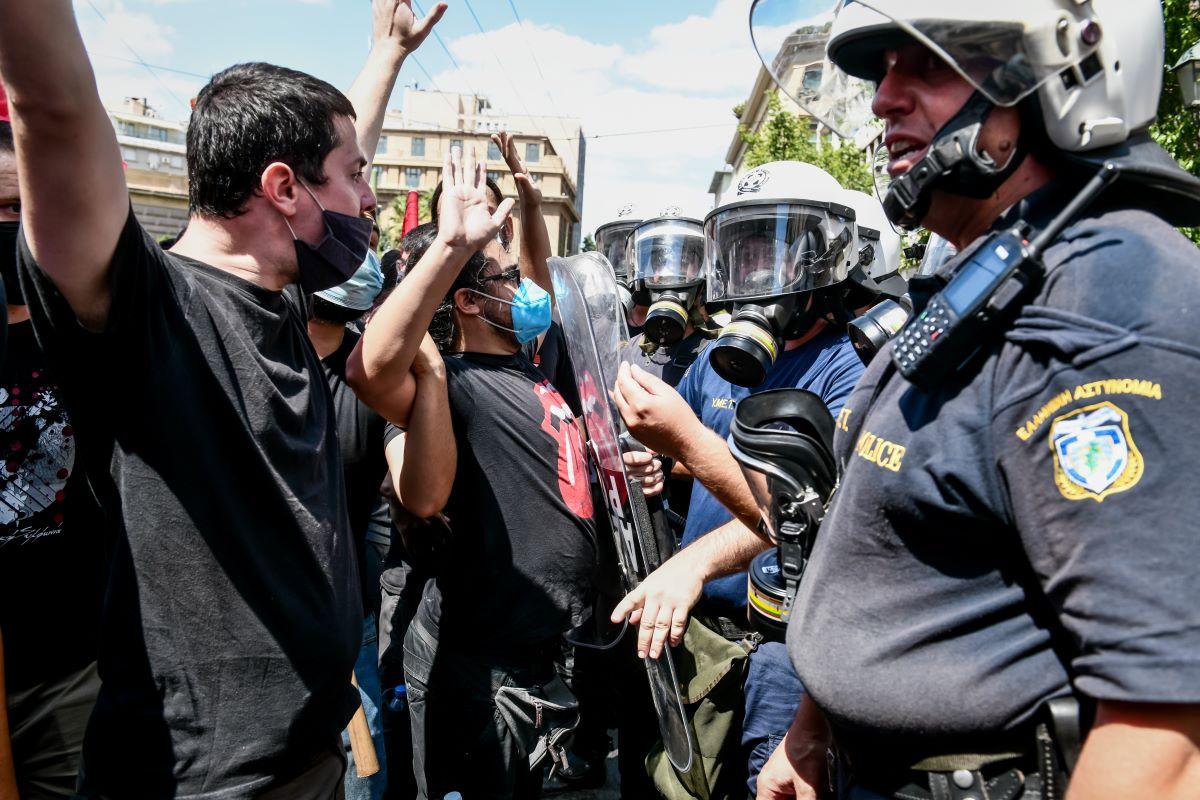 Πανεκπαιδευτικό συλλαλητήριο: Ένταση και χημικά στο κέντρο της Αθήνας – ΒΙΝΤΕΟ