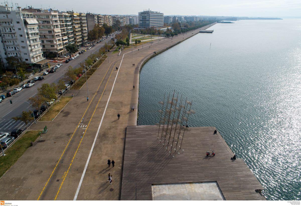"""Θεσσαλονίκη: Χτυπάει """"κόκκινο"""" το ιικό φορτίο, αλλά τα κορονοπάρτι καλά κρατούν"""