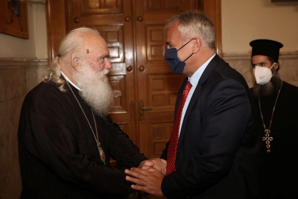ΥΠΕΣ - Αρχιεπισκοπή: Συνεργασία για την επιμόρφωση των κληρικών
