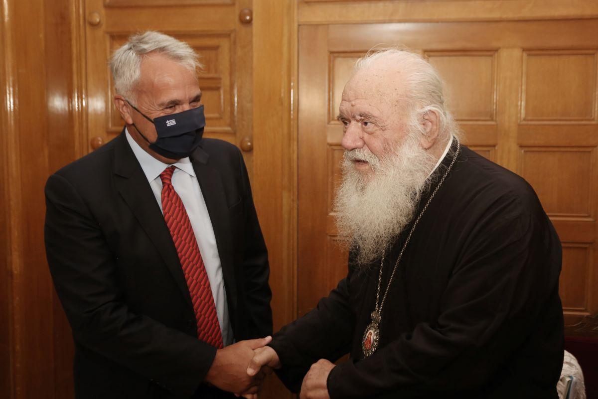 ΥΠΕΣ – Αρχιεπισκοπή: Συνεργασία για την επιμόρφωση των κληρικών και τον εκσυγχρονισμό της Εκκλησίας – ΦΩΤΟ