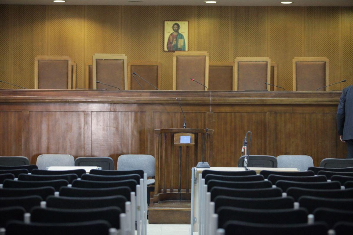 """Ο """"Ρουβίκωνας"""" στο εδώλιο: Ξεκινάει η δίκη με τη βαρύτερη δίωξη μελών της οργάνωσης για ανθρωποκτονία"""
