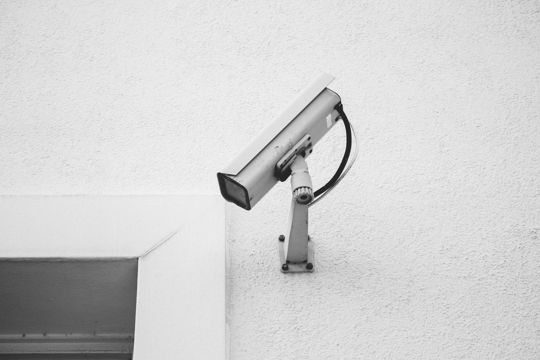 """""""Φρένο"""" από την Αρχή Προστασίας Προσωπικών Δεδομένων σε μονάδα φροντίδας ηλικιωμένων: Βιντεοσκοπούσε εν αγνοία εργαζόμενους"""