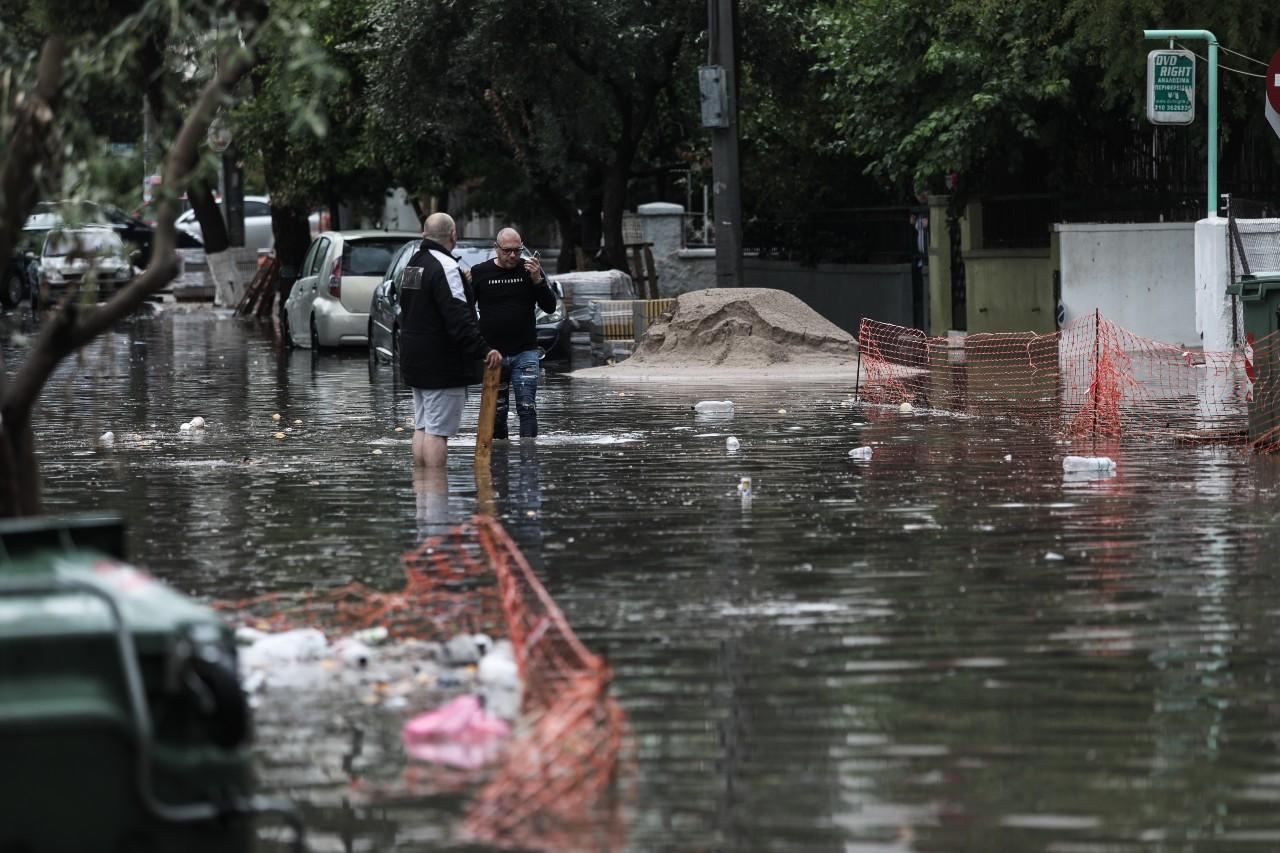 """Κακοκαιρία """"Μπάλλος"""" – Στυλιανίδης: """"Έχουμε μπροστά μας ένα δύσκολο διήμερο"""" Ποια σχολεία θα είναι κλειστά – ΒΙΝΤΕΟ – ΦΩΤΟ"""