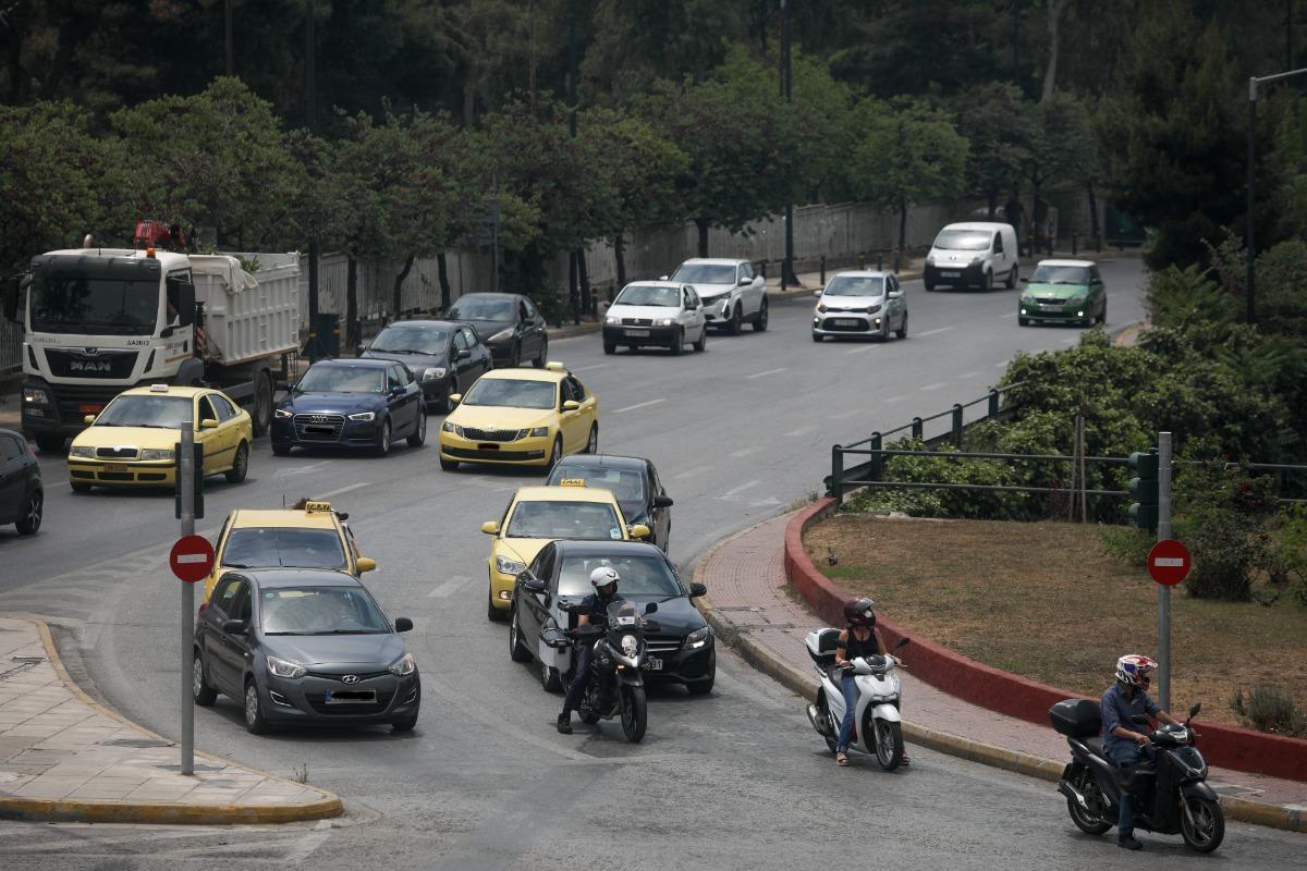 """Πότε επιστρέφει ο Δακτύλιος στο κέντρο της Αθήνας: Πώς θα λειτουργεί – """"Ελευθερία"""" για τα ηλεκτρικά οχήματα"""