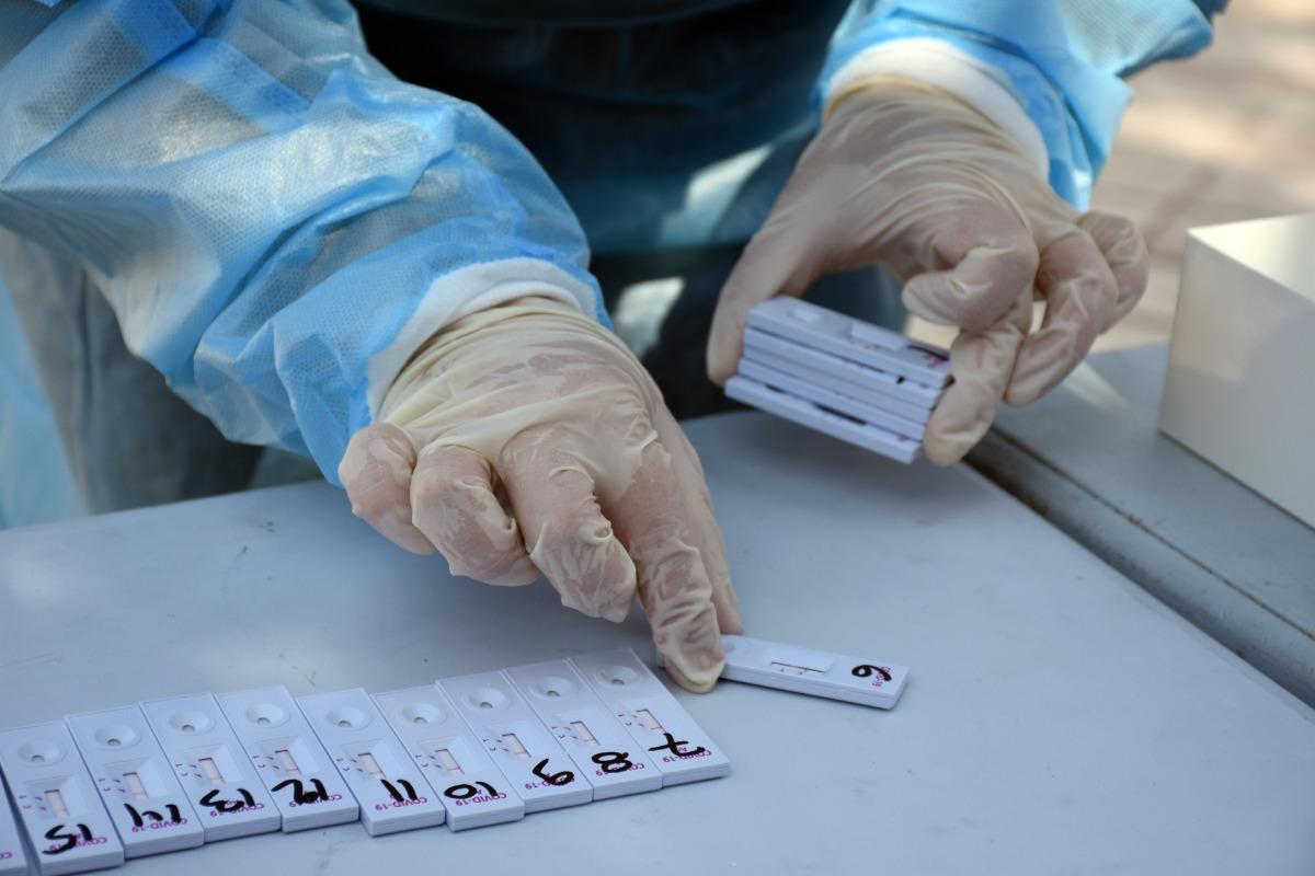 Κορονοϊός: 2.197 κρούσματα – 36 θάνατοι – 331 διασωληνωμένοι, ανεμβολίαστοι οι 287