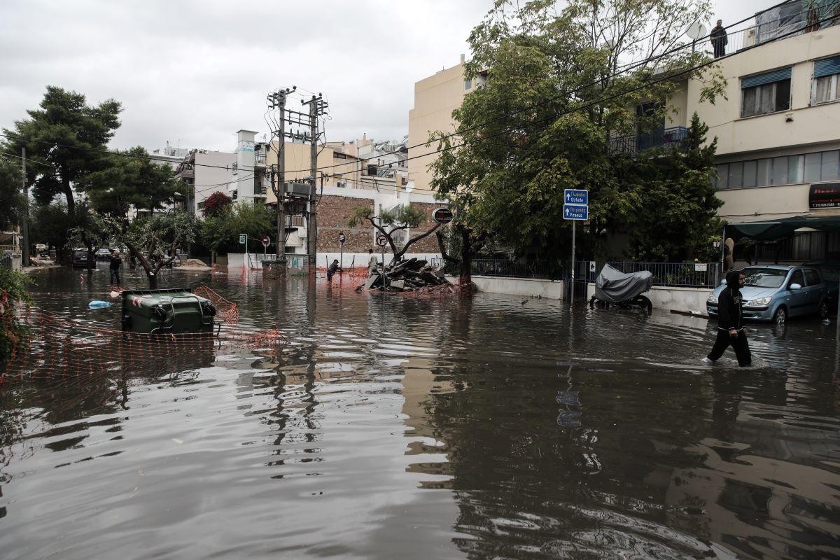 """""""Μπάλλος""""-Τσουνάμι τα προβλήματα, χάος σε δρόμους, κλειστά σχολεία"""